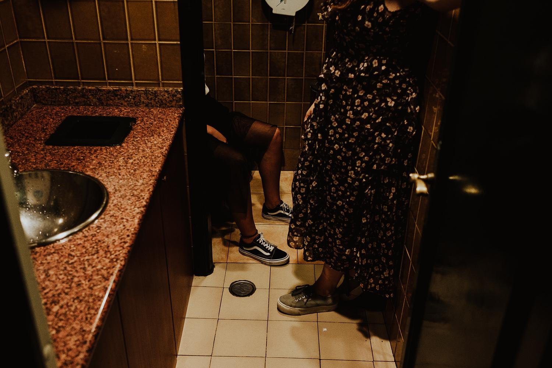 Queridiñas en el baño organizando eventos